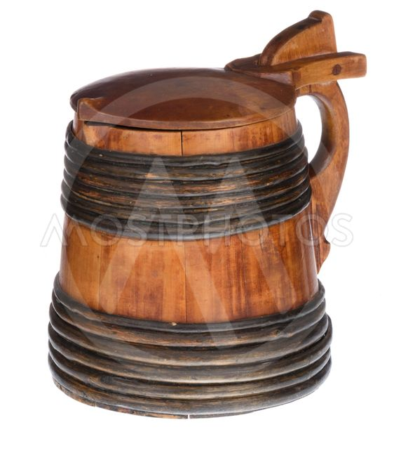Wooden tankard with lid