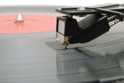 Needle on vinyl disk