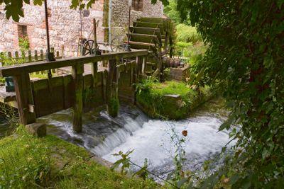 france,normandie,veules-les-roses : moulin au bord de la...