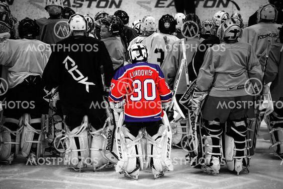 Liten Hockeymalvakt Med Lun Av Michael Erhardsson Mostphotos