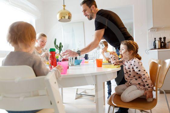 Familjen vid middagsbordet