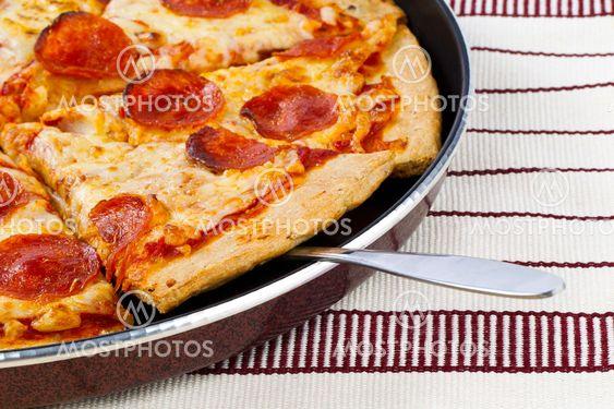 Hot bagt pan pizza