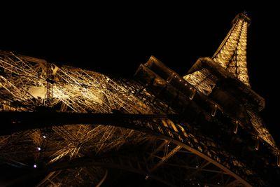 Eiffeltornet i nattskrud