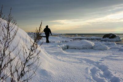 Walking alone in the winterish Swedish archipelago