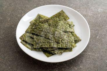 dried seaweed on plate