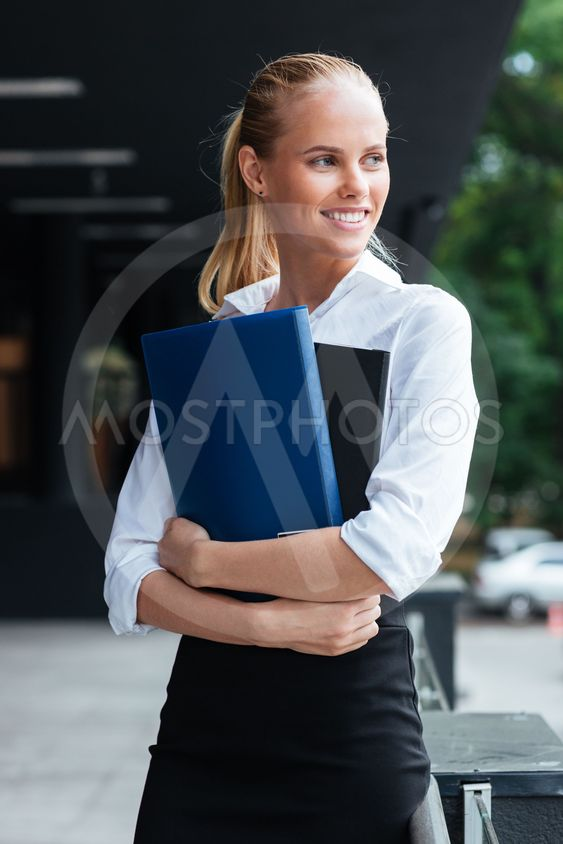 Happy smiling business womaoutdoors