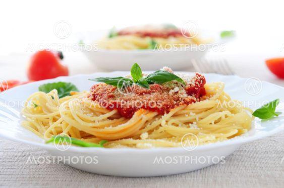 Pasta og tomat sauce