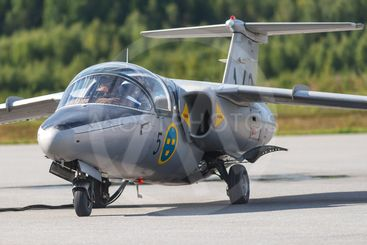 SK 60 in the airshow at Orebro airport