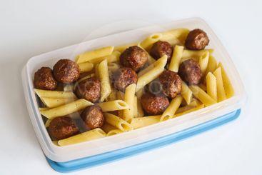 Matlåda med köttbullar och pasta
