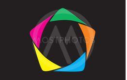 Vector illustration med fem hörn (pentagon) i olika färger.