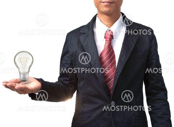 mand og pære på hånd isoleret hvid