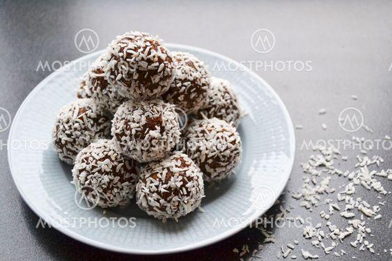 Chokladbollar På Fat By Pennybridge Mostphotos