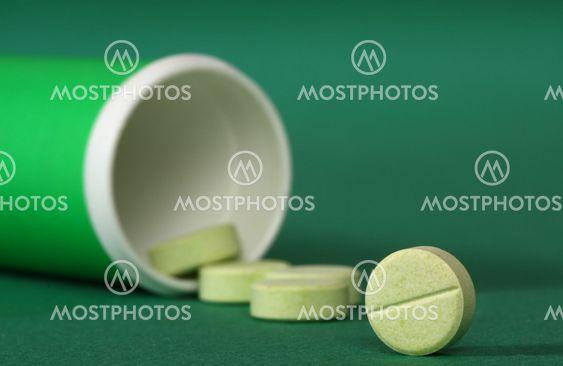 Medicin piller lække fra en flaske