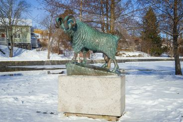 Monument to the black ram who saved the Olavinlinna...