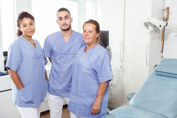 Tre läkare / sköterskor