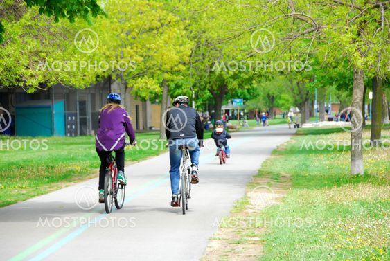 Cykeltrafik i en park
