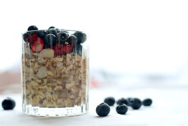 Oatmeal with chia, cranberry and blueberries
