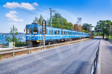 Tåg på Saltsjöbanan mellan Neglinge och Saltsjöbaden