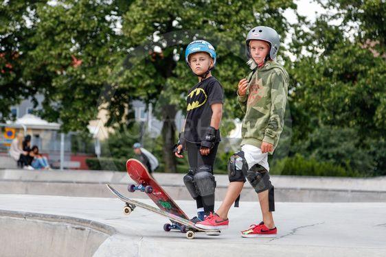 Unga skateboardåkare