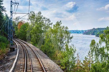 Utsikt från Saltsjöbanan vid Lännerstasundet
