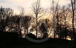 Solen går och lägger sej bakom kullen