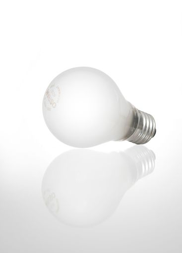 Light bulb product photo with reflection