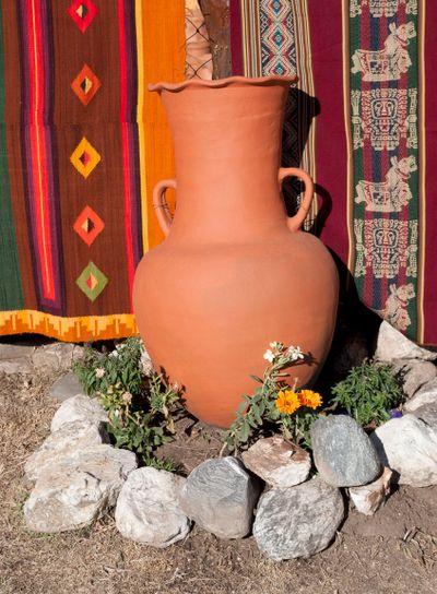 Mud vase