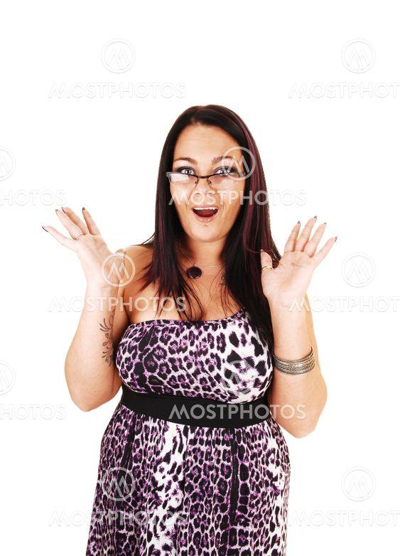 Yllättynyt tyttö lasit.