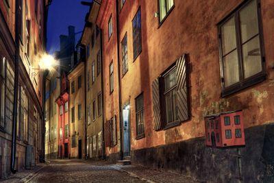 Cobblestone street at night.