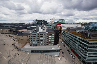Utsikt över Solna med kontors- och hyresfastigheter.