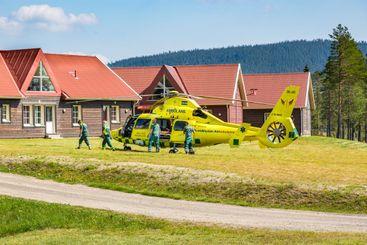 Ambulanshelikopter akut utryckning i Klövsjö Sverige.