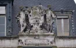 Escutcheon representing the agriculture, on the back of...