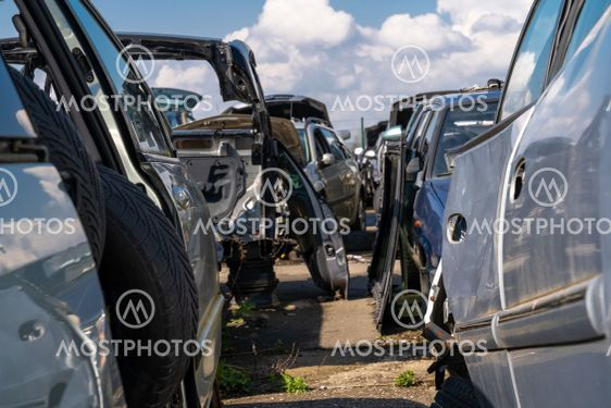 Cars dismembered parts to scrapyards
