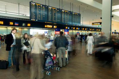 Folk checkar in på Arlanda