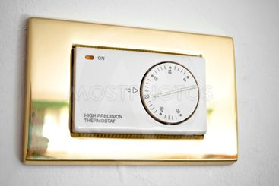 High precision thermostat