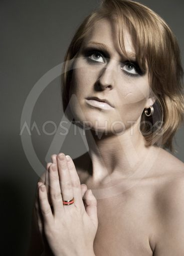 Metal and pink carbon ring on Anette