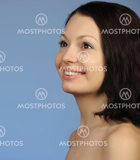 Kuvia nuorten alastomia naisia