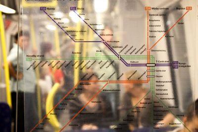 Stockholms tunnelbana karta i vagn