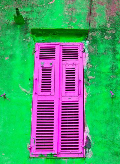 corsica, bonifacio : shutters