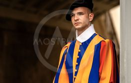 Pontifical Swiss guard with sword - Vatican City Rome