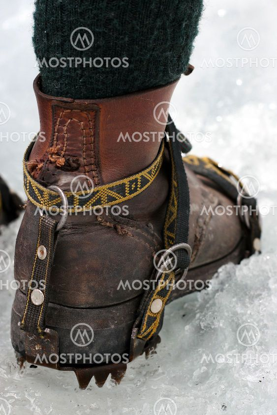 Boot with ice talons