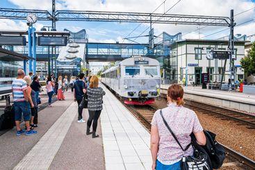 Tåg till Sala ankommer stationen i Västerås