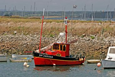 Loctudy, red boat