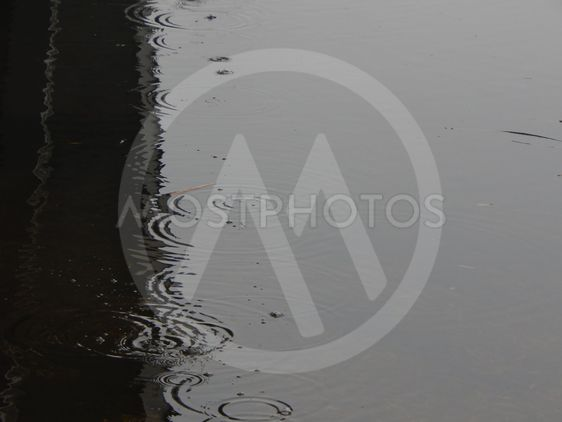 texture of water in a river surface in the rain stains - 562×422