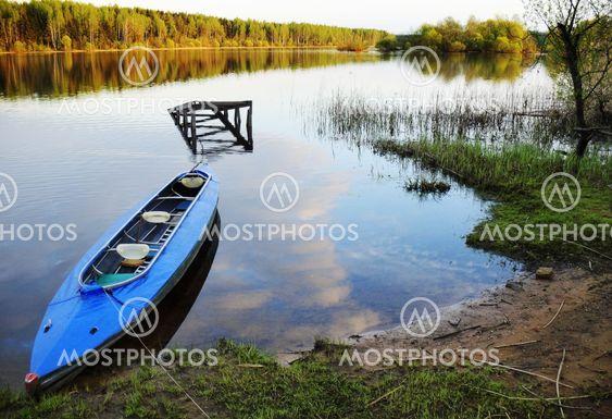 våren sjö - innan kanot