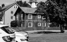 Parkeringen och kyrkan