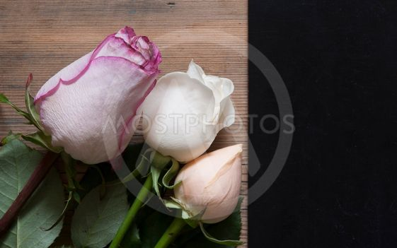 roses bouquet over wooden table.