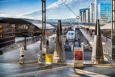 Resa en tidig morgon: X2000-tåg till Stockholm på...