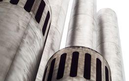 emporragende metallische Türme