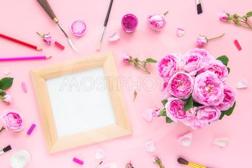 Top view canvas blank in wooden frame, art materials -...